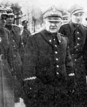 Karol Świerczewski podczas swojej ostatniej inspekcji w Krakowie, domena publiczna