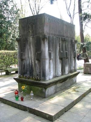 Grób Karola Świerczewskiego na Cmentarzu Wojskowym na warszawskich Powązkach, domena publiczna