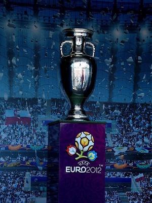 Puchar Euro 2012, fot. Piotr Drabik, na licencji [CC BY-SA 2.0](https://creativecommons.org/licenses/by-sa/2.0/deed.en)