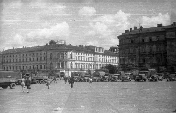 Ewakuacja archiwów z niemieckiej komendy przy pl. Piłsudskiego w Warszawie, lipiec 1944 roku