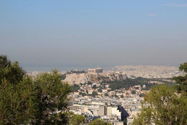 Widok na Akropol ze wzgórza Likawitos (fot. J. Jagodziński).