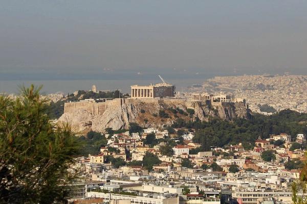 Akropol widziany z punktu widokowego na wzgórzu Likawitos (fot. J. Jagodziński).