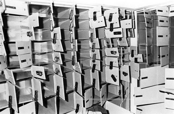 Zdjęcie przedstawiające skarbiec po kradzieży (fot. Rafael Díaz, Agencia EFE, domena publiczna)
