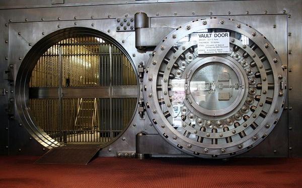 Drzwi prowadzące do skarbca (fot. Jonathunder, udostępniono na licencji: [CC BY-SA 3.0](https://creativecommons.org/licenses/by-sa/3.0/))