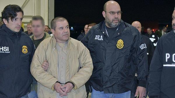 """""""El Chapo"""" tuż po ekstradycji do Stanów Zjednoczonych (domena publiczna)"""