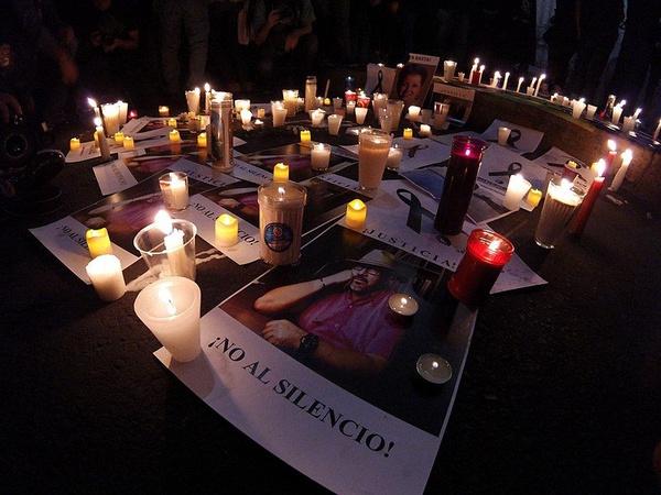 Demonstracja w Culiacán po zabójstwie dziennikarza Javiera Valdeza (fot. ProtoplasmaKid, udostępniono na licencji: [Creative Commons Attribution-Share Alike 4.0 International](https://creativecommons.org/licenses/by-sa/4.0/deed.en)