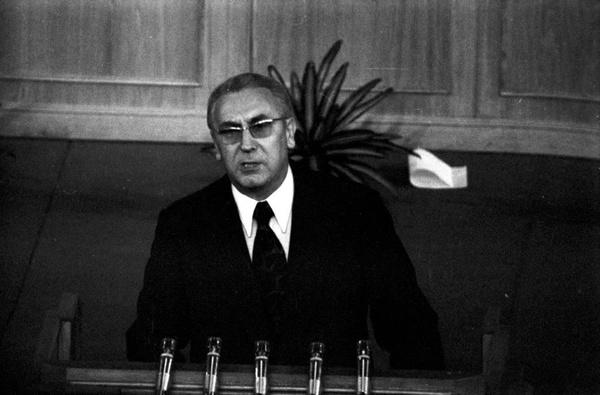 Edward Gierek przemawia podczas I Krajowej Konferencji PZPR w 1973 roku (fot. NAC)