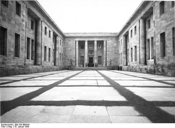 Dziedziniec honorowy Nowej Kancelarii Rzeszy (Bundesarchiv, Bild 183-E00418 / CC-BY-SA 3.0)