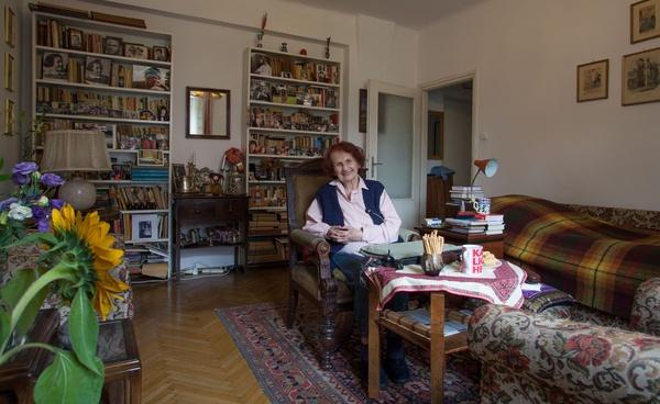 Halinka Elczewska, a właściwie Helena w swoim warszawskim mieszkaniu, zdjęcie ze zbiorów autorki, prawa zastrzeżone