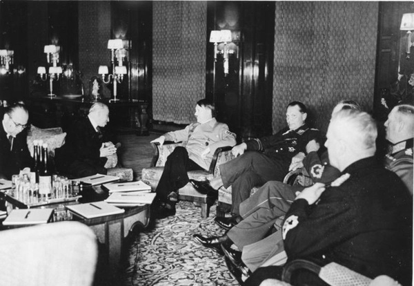 František Chvalkovský, Emil Hácha, Adolf Hitler, Hermann Göring w Berlinie, marzec 1939 (Bundesarchiv, B 145 Bild-F051623-0206 / CC-BY-SA 3.0)