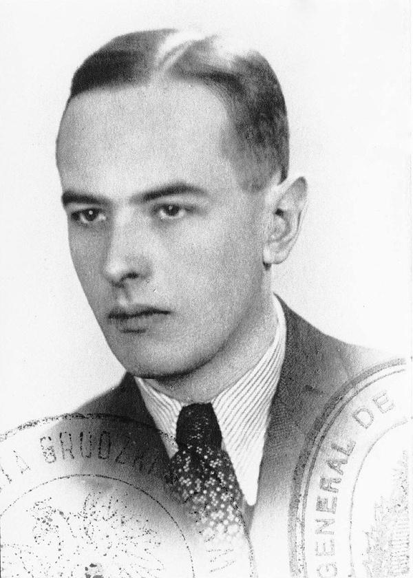 Zdjęcie paszportowe Witolda Gombrowicza z 1939 roku