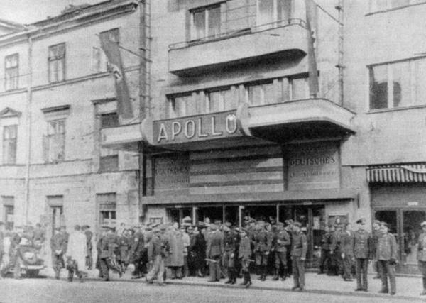 Kino Apollo (dawniej kino Napoleon) przy placu Trzech Krzyży, miejsce śmierci Ładysława Buczyńskiego