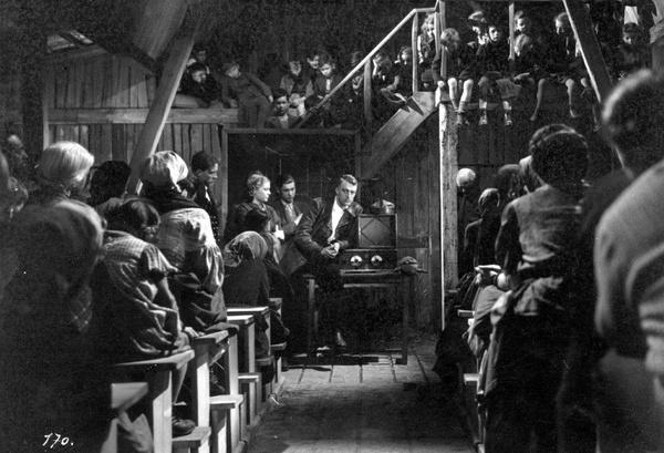 """Kadr z antypolskiego filmu """"Heimkehr"""" (fot. NAC)"""