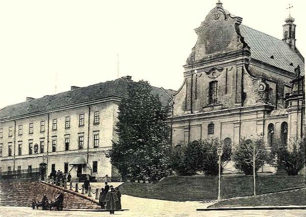 Kościół św. Mikołaja we Lwowie i gmach starego uniwersytetu, gdzie mieścił się Instytut Badań nad Tyfusem Plamistym i Wirusami prof. Rudolfa Weigla