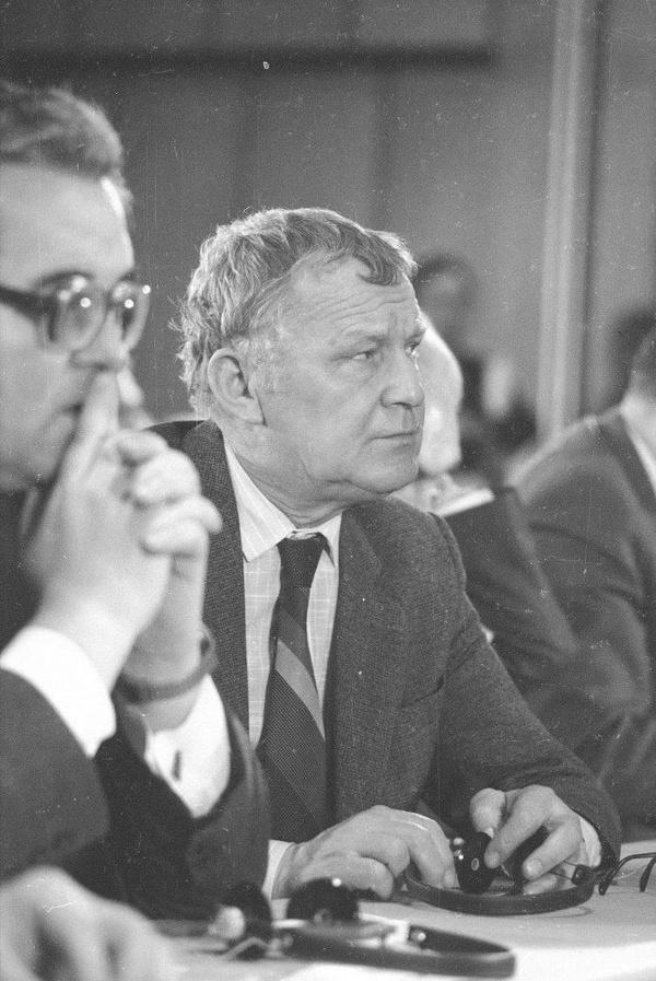 Mieczysław F. Rakowski, 1986 rok (fot. Włodzimierz Barchacz; NAC)