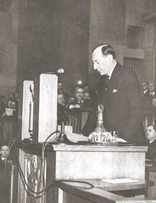 Józef Beck wygłaszający przemówienie w sejmie, 5 maja 1939 roku