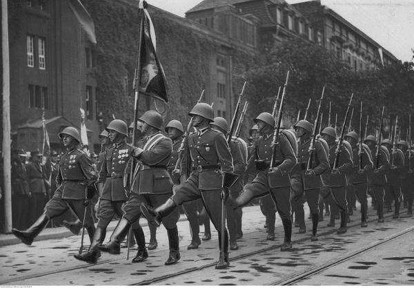 Wojsko Polskie w czasie defilady, lipiec 1938 roku