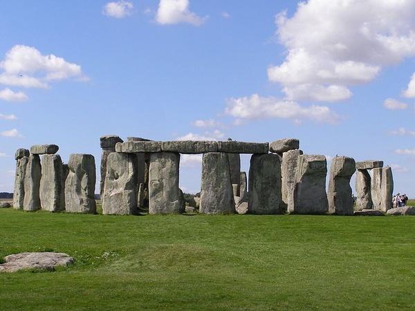 Stonehenge, widok współczesny (fot. garethwiscombe, udostępniono na licencji: [CC BY 2.0](https://creativecommons.org/licenses/by/2.0/))