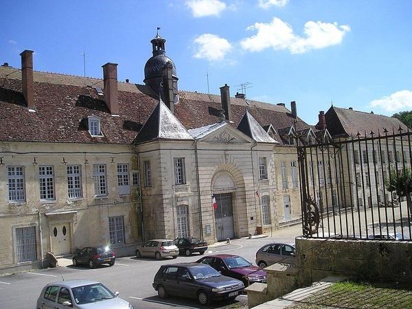 """Więzienie w Clairvaux (w budynkach dawnego opactwa), na terenie którego obecnie przetrzymywany jest """"Carlos"""""""