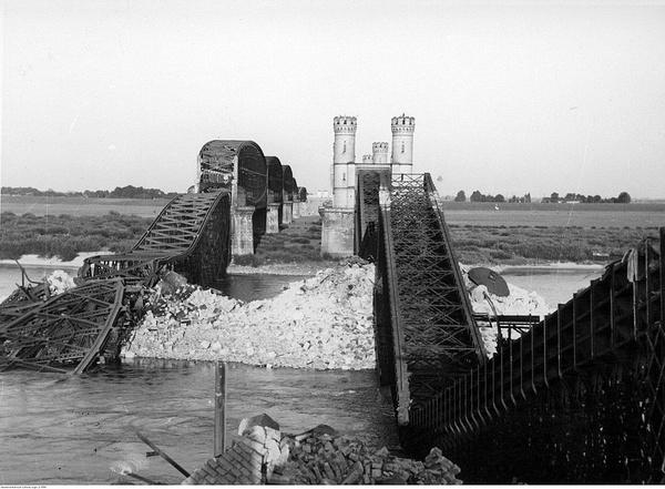 Mosty w Tczewie wysadzone przez polskich saperów 1 września 1939 roku