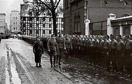 Inspekcja jednostki bydgoskiego Selbstschutzu (domena publiczna)