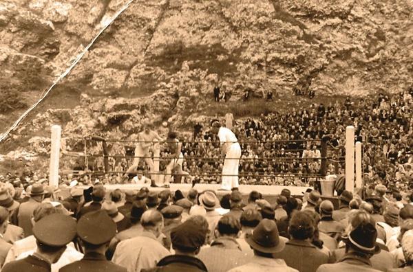 """Zwyciężając na ringach Europy, marzył o karierze zawodowego boksera. W 1947 roku wrócił jednak do Polski (fot. Archiwum rodzinne Pietrzykowskich, zdjęcia wykorzystanie w książce """"MISTRZ, Tadeusz TEDDY Pietrzykowski"""", Eleonory Szafran)"""