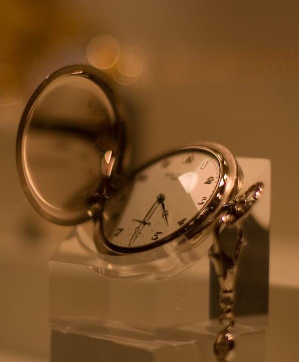 Zegarek kieszonkowy z kolekcji Patek Philippe firmy Tiffany & Co., [CC BY-SA 2.0](https://creativecommons.org/licenses/by/2.0/)