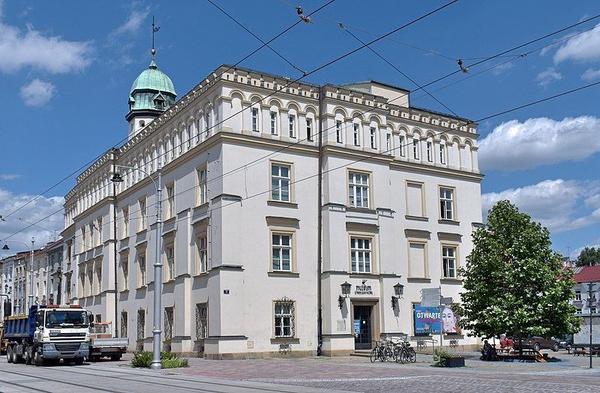 Ratusz Kazimierski – siedziba Muzeum Etnograficznego w Krakowie (fot. Zygmunt Put, [CC BY-SA 4.0](https://creativecommons.org/licenses/by-sa/4.0/)).