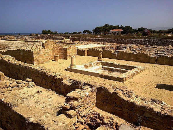 Pafos (fot. rene boulay, [CC BY-SA 3.0](https://creativecommons.org/licenses/by-sa/3.0/))