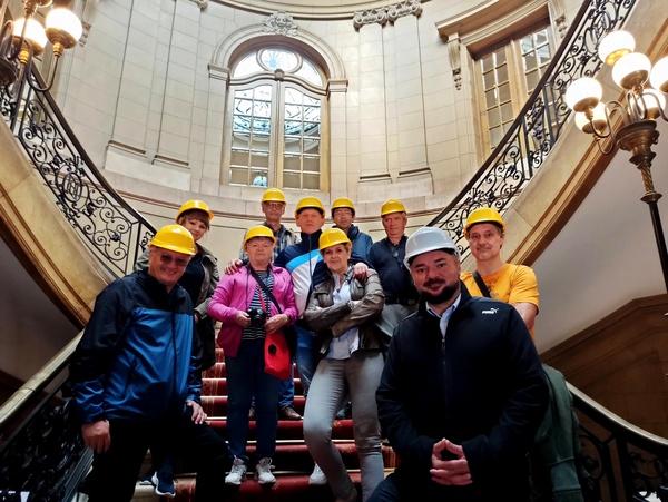 Uczestnicy dziennikarskiej eksploracji podziemi Pałacu Kawalera (fot. M. Mikrut-Majeranek)