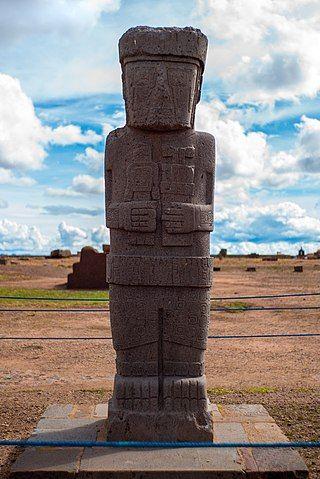 Stela zwana Monolitem Ponce'a (fot. Sodocan, [CC BY-SA 4.0](https://creativecommons.org/licenses/by-sa/4.0/))