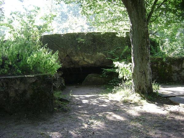 Pozostałości po bunkrach w Wilczym Szańcu (domena publiczna)