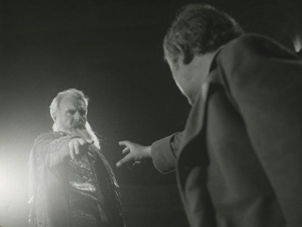 """Zbigniew Łagocki, """"Wesele"""", 1977, reż. Jerzy Grzegorzewski, Stary Teatr, Gospodarz (Jerzy Bińczycki), Wernyhora (Bolesław Smela)"""